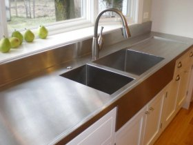 How to Clean a Bathroom Countertop